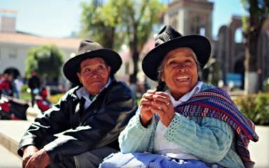 happy couple plaza armas cusco