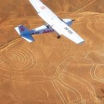 Fly over Nazca-linjerne i Peru.