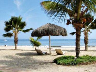Tilbring din badeferie i Peru på en smuk sandstrand langs landets nordlige kyst.